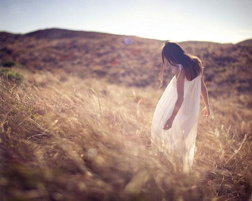 女生侧面流泪唯美图片_流泪的图片唯美